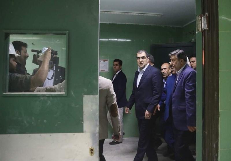 عمل چشم زلزلهزدگان استان کرمانشاه توسط وزیر بهداشت