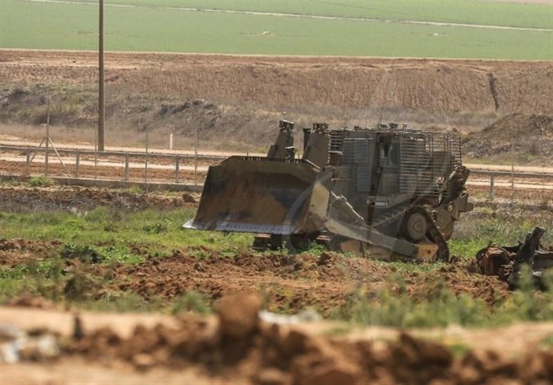 توغل محدود لآلیات الاحتلال شرق غزة ویضع اسلاکاً شائکة وسواتر ترابیة