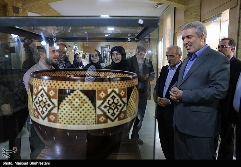 ساخت تندیس جشنواره فیلم فجر در امارات تاسفبار است/گردشگران جهان از خانههایشان ویزای الکترونیک ایران را بگیرند