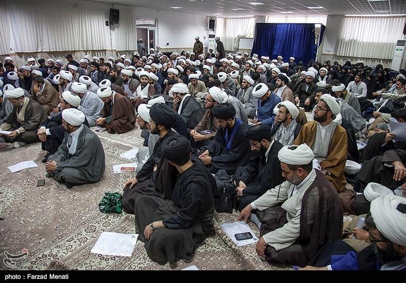 400 مبلغ مسلط به 5 زبان در قرارگاه مردمی اربعین قم به ترویج معارف دینی میپردازند