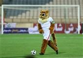 جام جهانی 2018| نماد تیم ملی فوتبال ایران در کنار هواداران