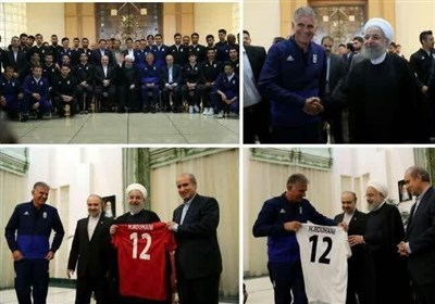روحانی یستقبل أعضاء المنتخب الایرانی لکرة القدم