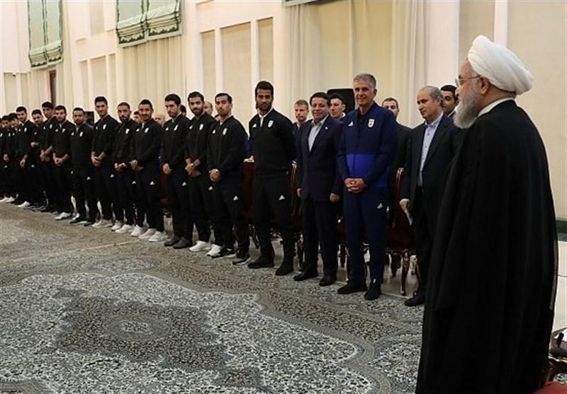 پاداش رئیس جمهور به بازیکنان تیم ملی فوتبال و داوران چه بود؟ + عکس