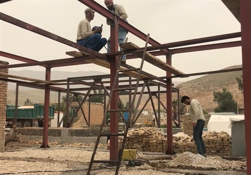 کرمانشاه| یک گروه جهادی متفاوت در مناطق زلزلهزده استان کرمانشاه+ فیلم 