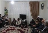 قم| امامجمعه پردیسان قم با خانواده شهید نبی لو دیدار کرد