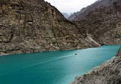 ہنزہ: موسموں کے ساتھ رنگ بدلتی جنت نظیر عطا آباد جھیل
