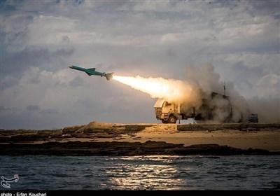 "مناورات الولایة البحریة.. اطلاق 3 صواریخ ""قادر وقدیر"" وتدمیر أهدافها بدقة+ صور"