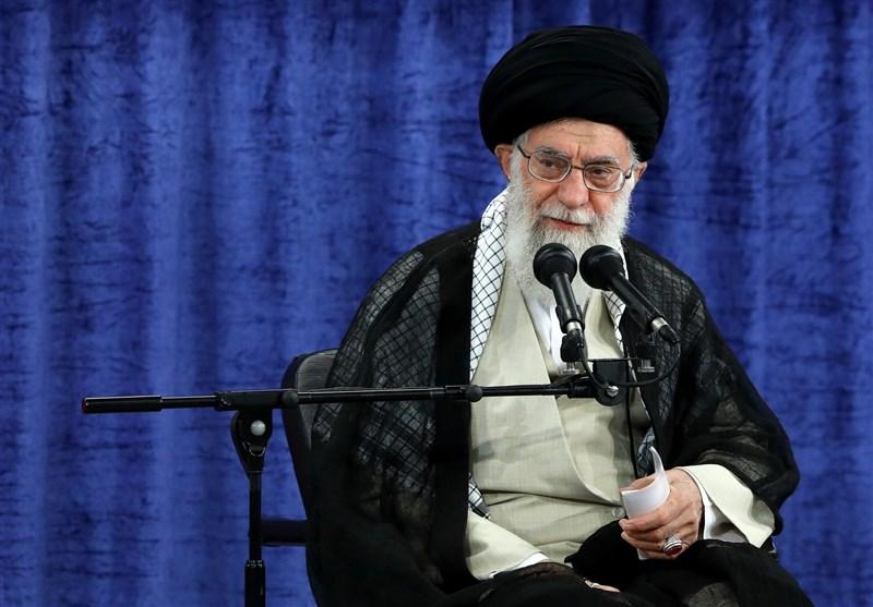 امام خامنهای در خطبههای نماز عید فطر: قدرتهای شیطانی دائم در حال توطئه علیه ملت ایران هستند/ آمریکا در منطقه شکست خورده است