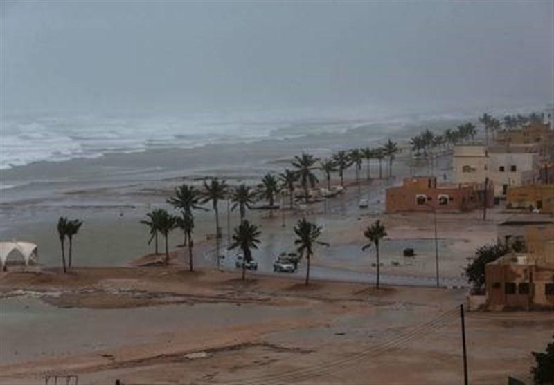Powerful Cyclone Lashes Oman, Yemen; 1 Dead, 40 Missing