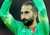 دروازهبان اصلی ترکیه بازی با ایران را از دست داد