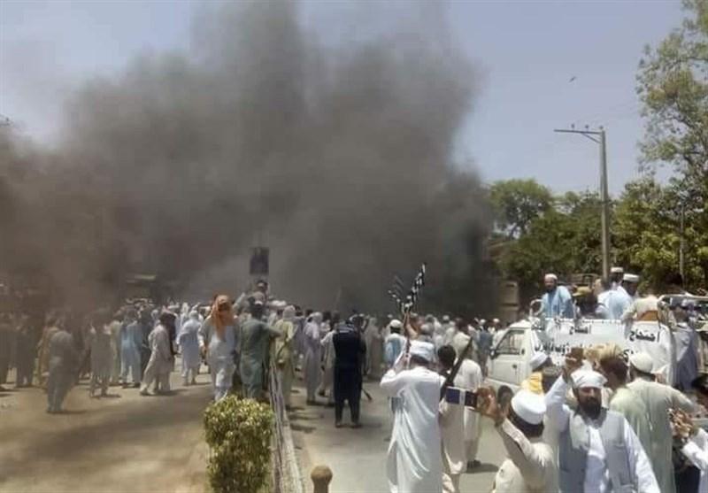 فاٹا انضمام؛ جمعیت علمائے اسلام ف کا شدید احتجاج، پولیس جھڑپوں میں متعدد افراد زخمی + تصاویر