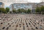 اعتراض نمادین فعالان حقوق بشر به کشتار 4500 فلسطینی توسط اسرائیل مقابل اتحادیه اروپا +عکس