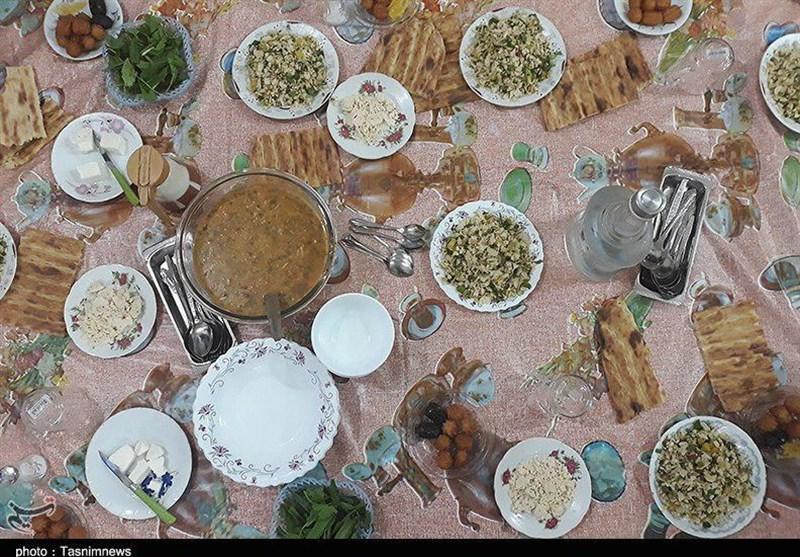 آئین ماه رمضان در قزوین| از مراسم کلوخاندازان تا طبخ کله پاچه در جشن روز 27 ماه مبارک+فیلم