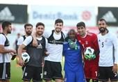 گزارش خبرنگار اعزامی تسنیم از امارات| اوسیانو کروز: برای انتخاب 11 بازیکن سردرد خواهیم داشت/ مقابل عمان با آمادگی بالا بازی خواهیم کرد