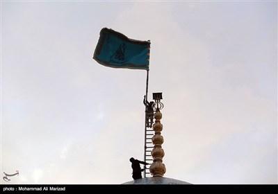 مسجد جمکران میں گنبد اقدس کی صفائی اور پرچم کشائی کی تقریب