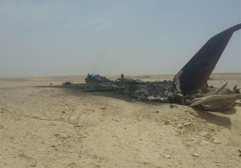 Fighter Jet Crashes in Central Iran (+Photos)