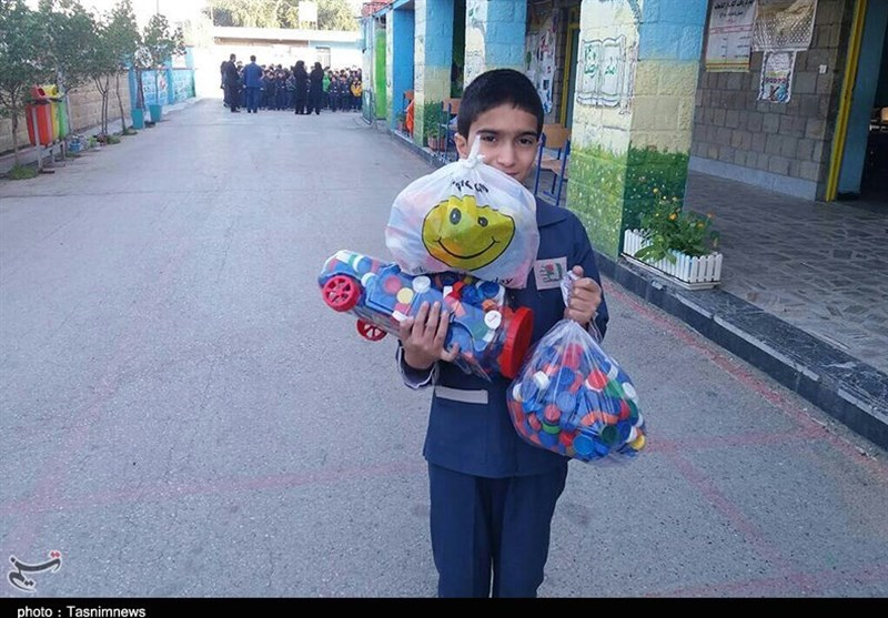 خوزستان| جمعآوری درب بطری برای خرید ویلچر و عصا برای معلولان