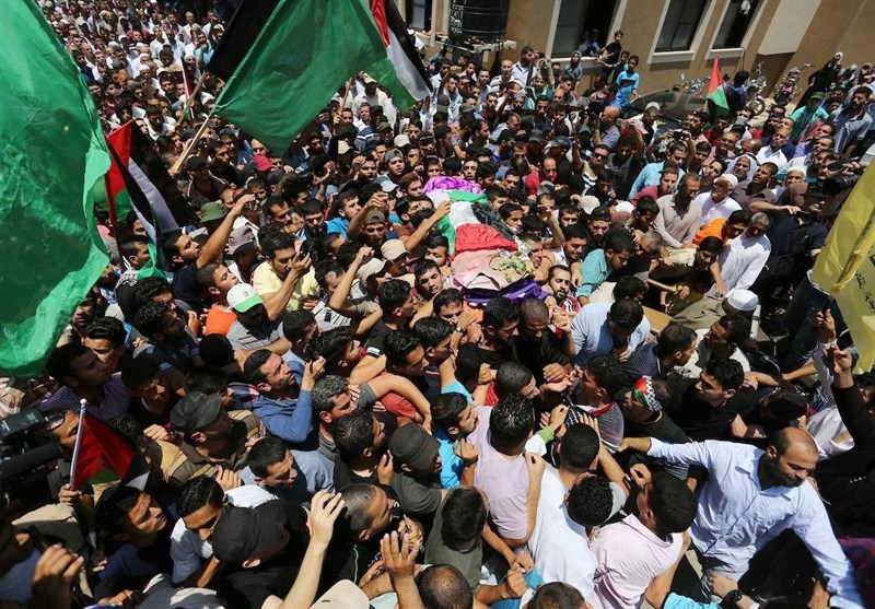 تشییع باشکوه پیکر امدادگر فلسطینی در میان فریاد انتقامخواهی شهروندان