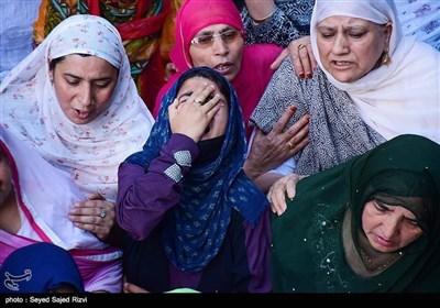 مقبوضہ کشمیر؛ شہید نوجوان کی تدفین اور بھارتی فوج کیساتھ جھڑپیں