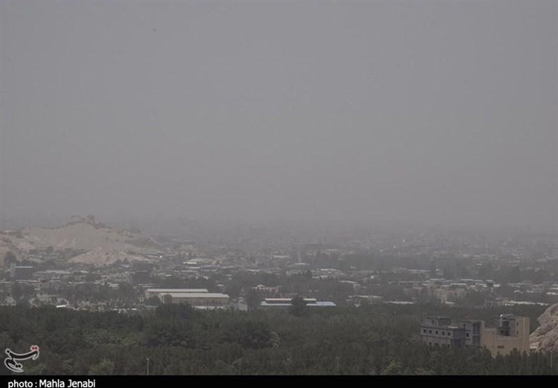 """هوای کلانشهر اراک در وضعیت """"هشدار"""" برای گروههای سنی حساس قرار گرفت"""