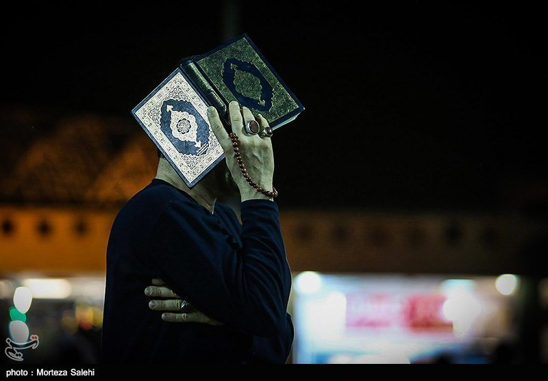 Iranian Muslims Attend Religious Ceremonies to Mark Laylat Al-Qadr