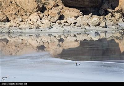 کاظمداشی تکه سنگ بزرگ و جزیرهوار در شمال غربی دریاچه ارومیه است.