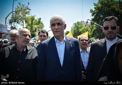 افشانی شهردار تهران در راهپیمایی روز قدس