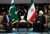 روحانی در دیدار با رئیسجمهور پاکستان: مبارزه با تروریسم نیازمند همکاری کشورهای منطقه است