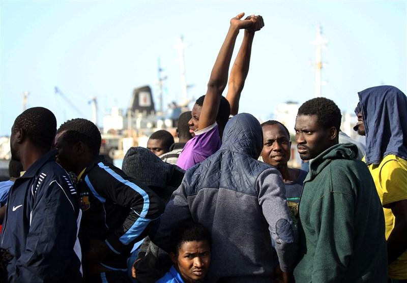 54% من الفرنسیین یعارضون استقبال مهاجرین قادمین عبر البحر المتوسط