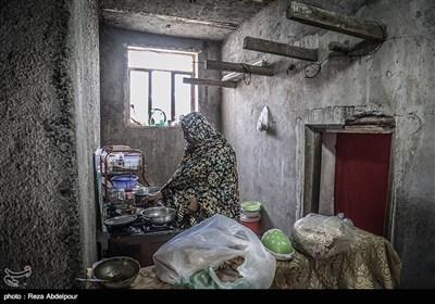 شهربانو،مادر خانواده در حال آشپزی