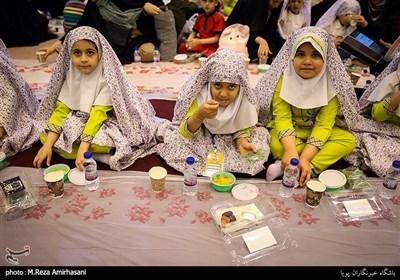 ننھے روزہ داروں کیلئے افطار کا خصوصی اہتمام
