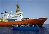 اسپانیا به کشتی سرگردان مهاجران اجازه ورود میدهد