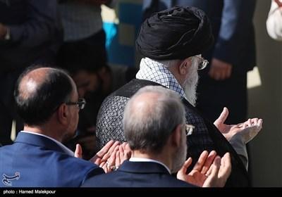 امام خامنہ ای کی امامت میں نماز عید کی تصاویر