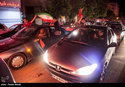 شادی مردم کرمانشاه پس از پیروزی تیم ملی فوتبال ایران مقابل مراکش