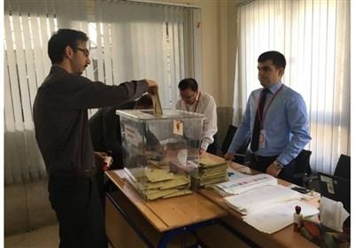 İran'daki Türk Vatandaşlar Sandık Başında