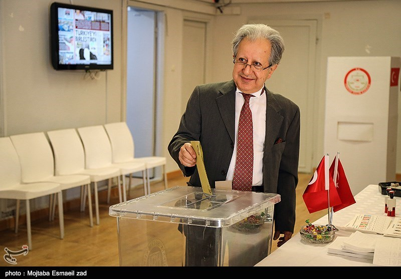 Turkish Expatriates in Iran Begin Voting in Snap Elections