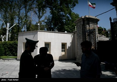 امیر سرتیپ حاتمی وزیر دفاع در حاشیه جلسه هیئت دولت