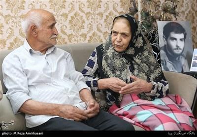 دیدار جامعه قرآنی با خانواده شهید غلامرضا احمدی