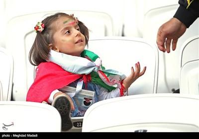 تصاویر/ تماشاچیان دیدار تیم های فوتبال ایران و اسپانیا