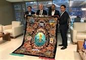 جامجهانی 2018| اهدای فرش ویژه جامجهانی روسیه به رئیس فیفا/ حضور اینفانتینو در رختکن ایران