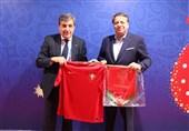 جام جهانی 2018  اهدای فرش یادبود ایران به فدراسیون پرتغال و گفتوگوی صمیمانه کیروش و سانتوس + عکس