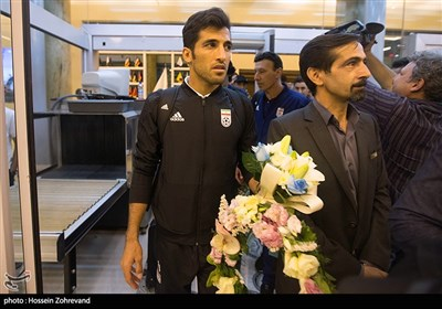 Team Melli Warmly Received by Fans at Tehran Airport