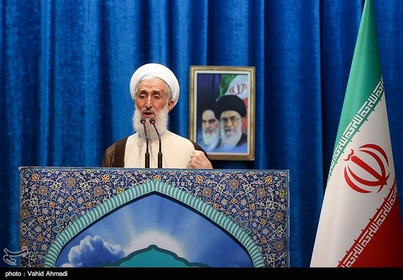 امام جمعه موقت تهران: مردم ایران هیچگاه مقابل آمریکا تسلیم نمیشوند/گرانیهای اخیر از سوءمدیریت است