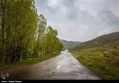 بارش باران در محورهای گیلان/ مهگرفتگی در محورهای اردبیل
