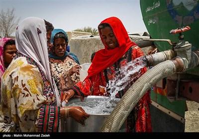 روستای دك باهو روستایی است از توابع بخش دشتیاری شهرستان چابهار در60 کیلومتری استان سیستان و بلوچستان ،آب این روستا شور است و همیشه توسط تانکر این روستا آبرسانی میشود.