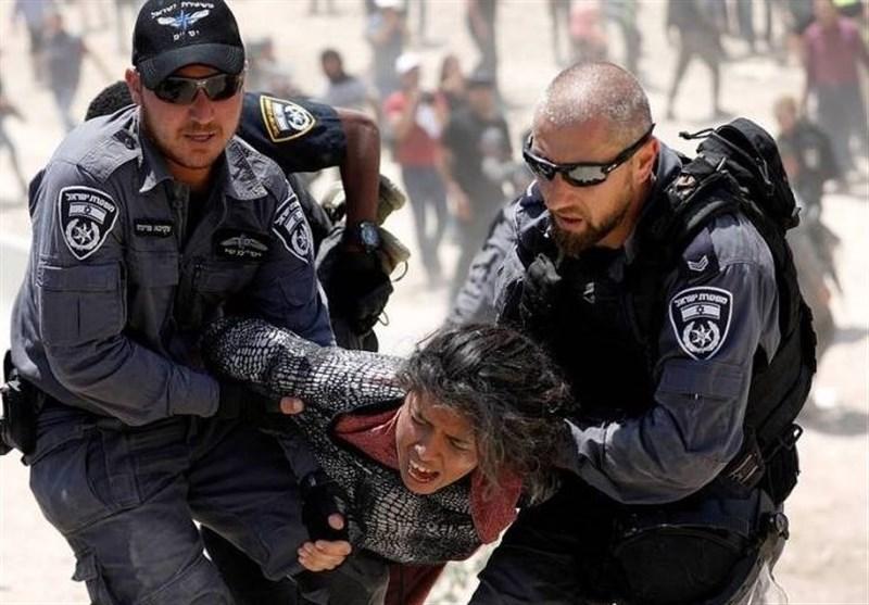 ویدئوی تکاندهنده از حمله وحشیانه نظامیان اسرائیلی به یک زن فلسطینی