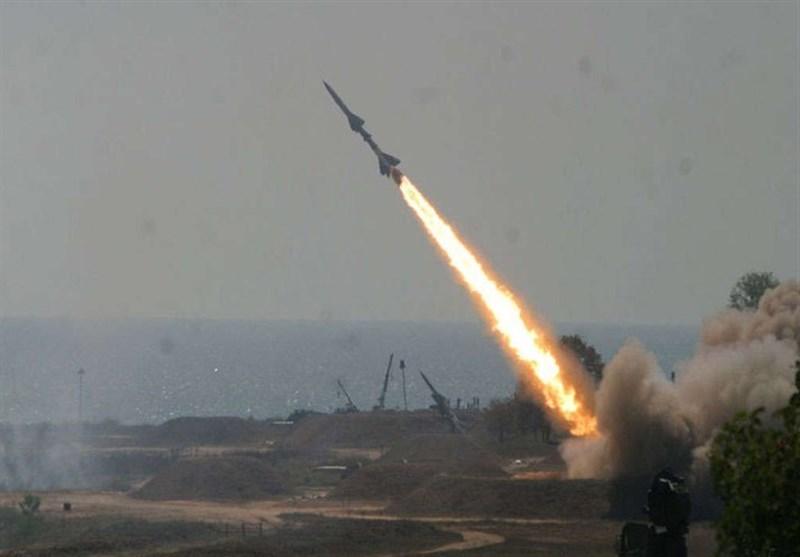 """إطلاق صاروخ """"زلزال1"""" على تجمعات المرتزقة قبالة نجران"""