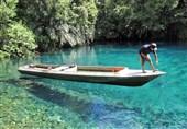 تحلیق فوق الماء فی اندونیسیا