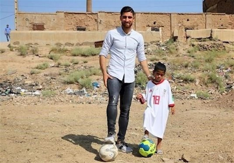Iranian Boy Who Had Football Player's Name Tagged on His Shirt Meets His Idol