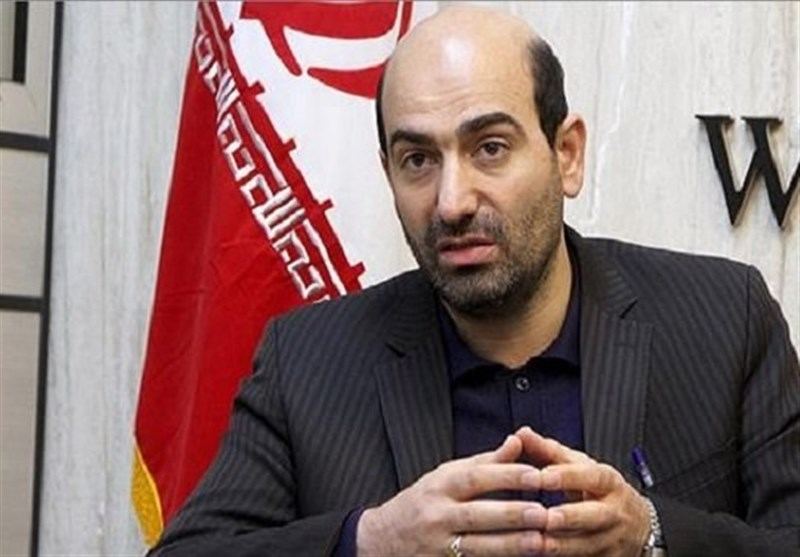 اصفهان| دولت با اختیارات وسیع خود باید در مسیر تحقق اقتصاد مقاومتی حرکت کند